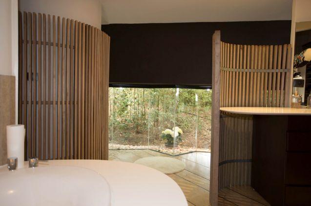 127 best chambre maison inspiration images on for Claustra bois interieur