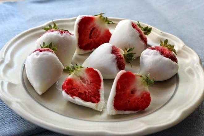 Truskawki w mrożonym jogurcie.  Naleśnik Dla Duszy - ten blog Cię zainspiruje!