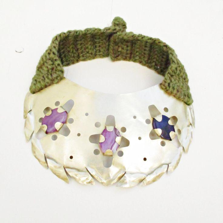 Colección Tropicalia. Bivet jewelry. Latón, lana, ágata.