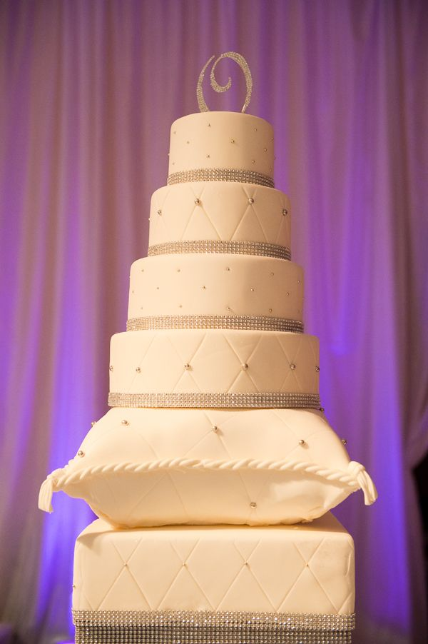 207 Best images about Pillows of Cake on Pinterest Cakes, Wedding cakes and Pillow cakes