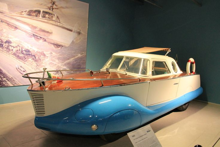 Louwman Muzeum to najstarsza na świecie prywatna kolekcja samochodów osobowych, które w swojej kolekcji posiada ponad dwieście pięćdziesiąt różnych modeli z całego świata.
