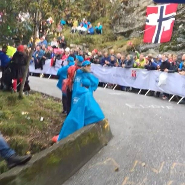 The final climb of the #Bergen2017 World Championships time trial course today. What a hill, what a crowd! #HopOnCanada #GarneauCycling #GarneauCustom #Garneauskinsuit #skinsuit #Norwegian #cyclinglife #timetrial #2vm #uciworldchampionships #Norway #cycling #cyclingvideo #bikespiration