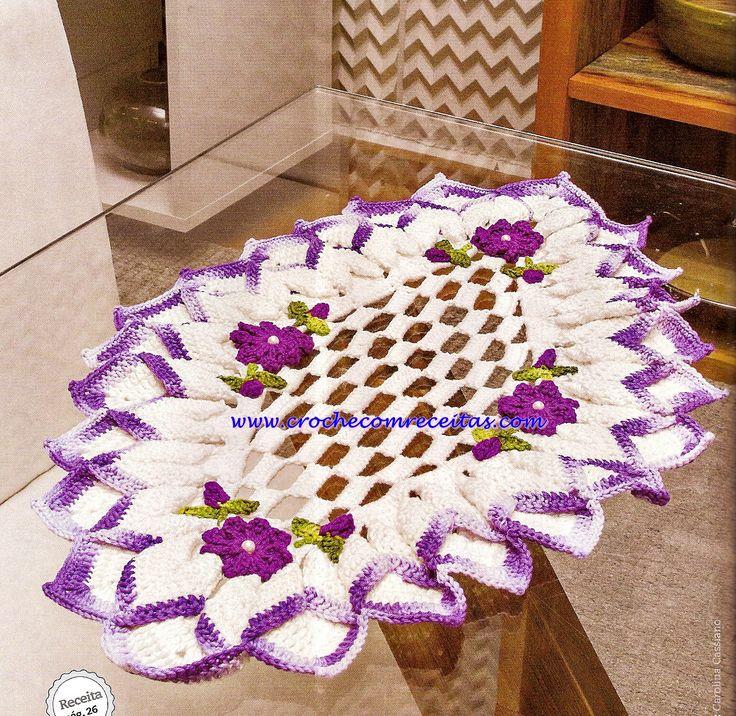 centro de mesa em croche com flores