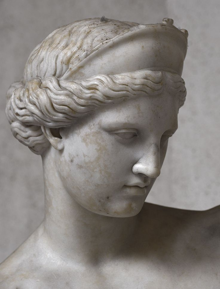 Aphrodite (close-up). White fine grane marble. First half of the 2nd century CE. Inv. No. 6017. Naples, National Archaeological Museum