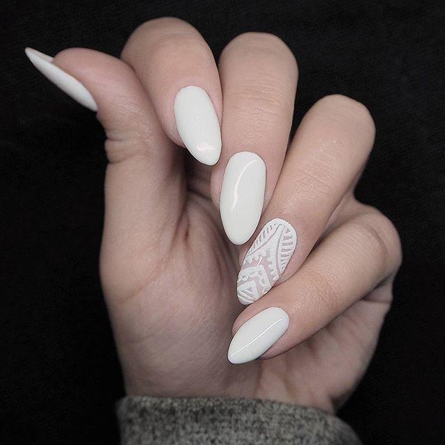 W poszukiwaniu prostoty i elegancji... To mój pierwszy raz z żelami Semiart! Już wiem, że bedzie z tego miłość! Koronka malowana ręcznie, do tego krzta akrylu  Dajcie znać jak Wam się podoba! Więcej moich paznokci -> #patamaluje #newnails #semilac #hybrid #hybrydy #lacenails #lace #koronka #manicure #uv #led #gelnails #nailart #semiart #handmade #weddingnails #koronkowepaznokcie #acrylicnails #acrylic #mani #nägel #clavos #unghie #ongles