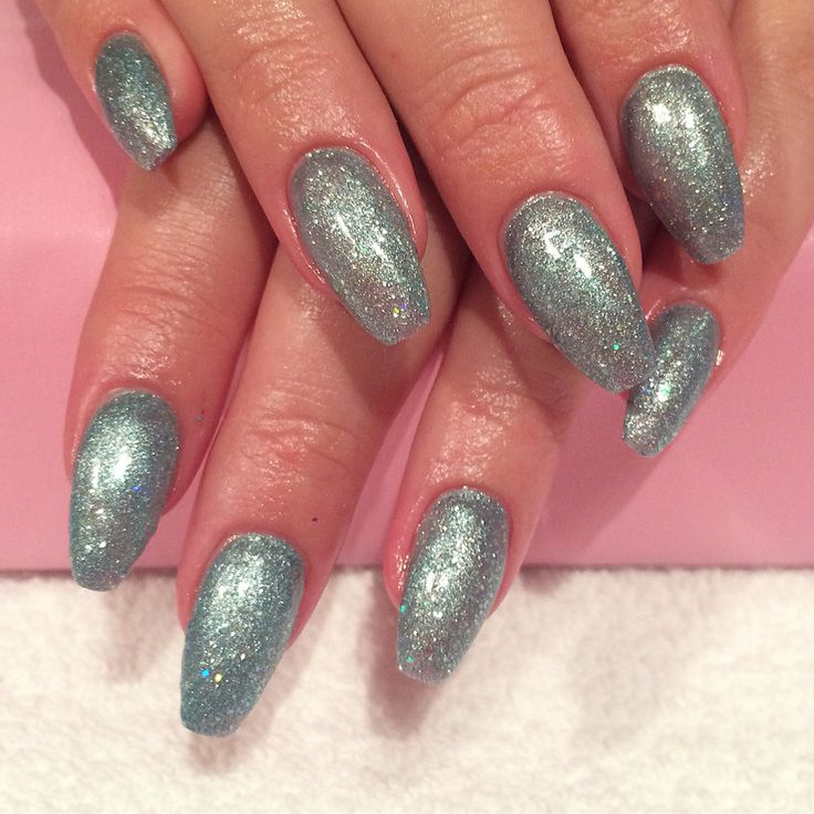 Acrylic nails with shellac done by Trine Fajardo at California Nails  #californianails #nailart #nails #negler #naglar #shellac #cnd #stavanger #norway #norge #blue #glitter #coffinnails #acrylic #akryl