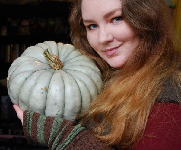~*- Gresskar -*~ (Amariel of the Woodlands) My blue fairytale pumpkin and I ^_^ October 2014