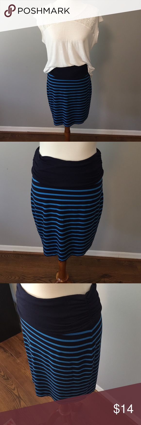 Gap skirt Curve hugging skirt with comfy foldover waist.  Super soft material is light and stretchy.  Great with a casual t-shirt or tank top for a cute, casual vibe. GAP Skirts Midi