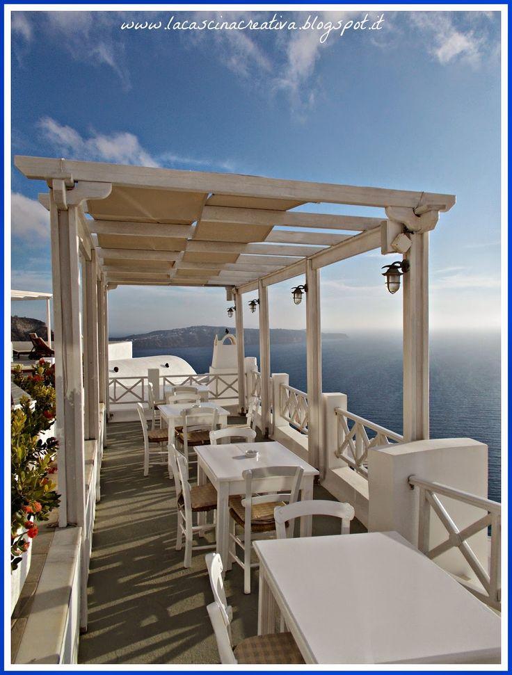 Pergolato e tavolini - Volcano View, Santorini, Grecia
