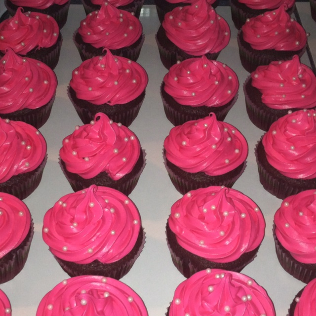 Pink pearl babyshower cupcakes
