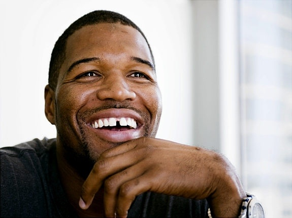 Sweetest....adorable! Michael Strahan.