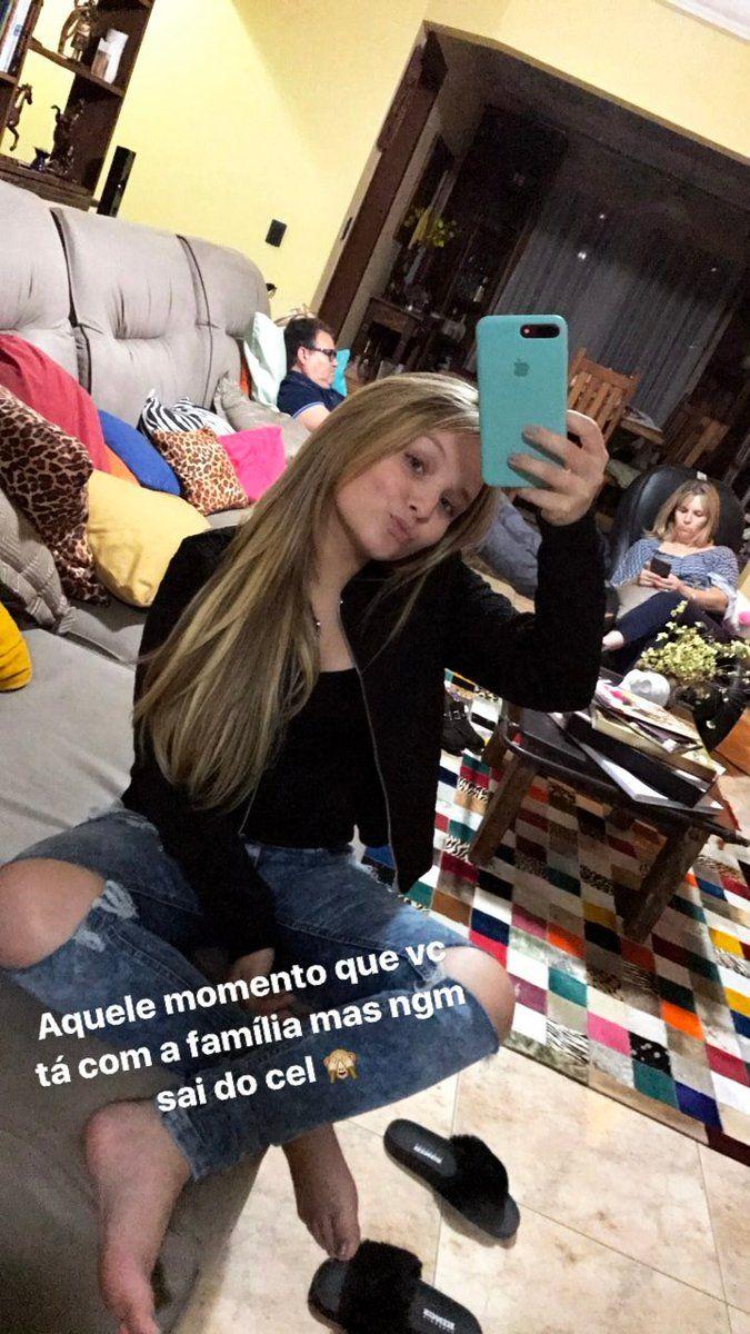 Larissa Manoela publicou no instagram Stories (@larissamanoela)