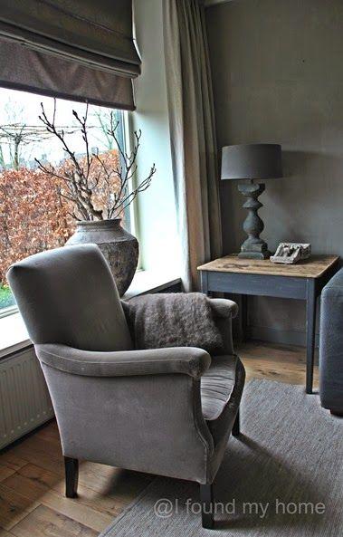 tafeltje in hoek, afschuren, bovenkant verweerd hout en de rest grijs maken