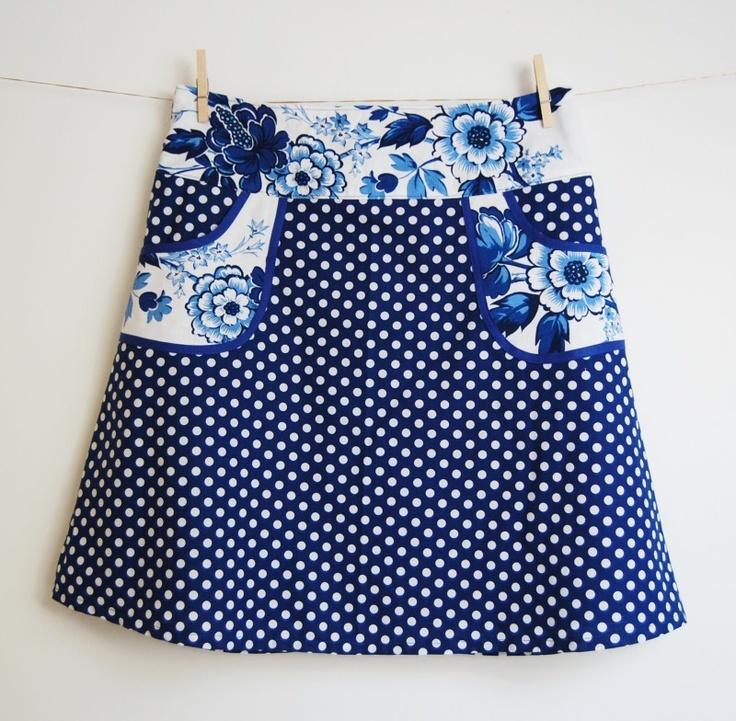 Hipskirt Women Blue Polkadot with blue flower pockets, size 40/L
