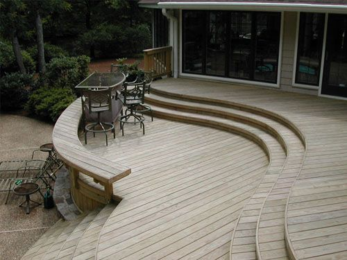 Simple curves make an otherwise uninteresting deck layout much more appealing