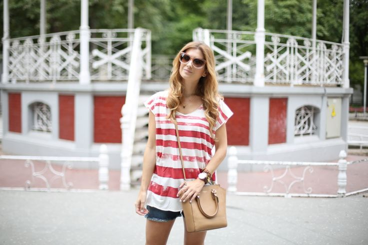 Casual Look. Look con camiseta de rayas. A trendy life. #casual #denim #shorts #jeans #rednavy #stripes #vintage #thehiptee #amazonbuyvip #brownie #coach #michaelkors #sarenza #outfit #fashionblogger #atrendylife www.atrendylifestyle.com