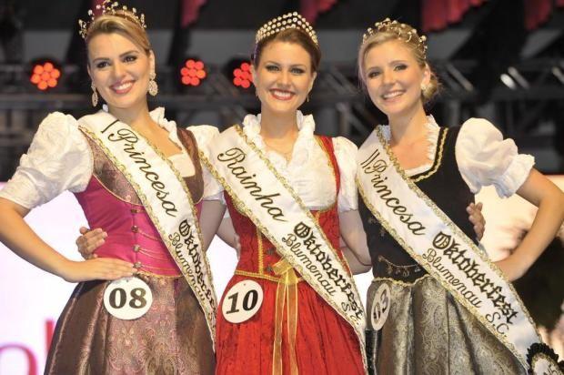 Tamíris Gallois Ficht é eleita a rainha da #Oktoberfest 2015! A primeira princesa é Malú De Oliveira e a segunda princesa é Daniela Spezia. Confira!