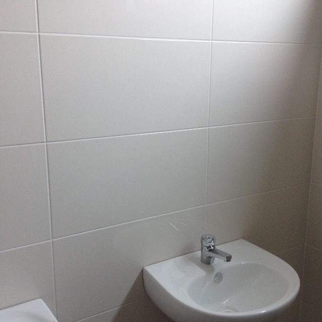 Walls: Dynasty Oriental Alabaster 600 x 300mm cushioned edge #500044 Grout: Ardex White Epoxy Grout
