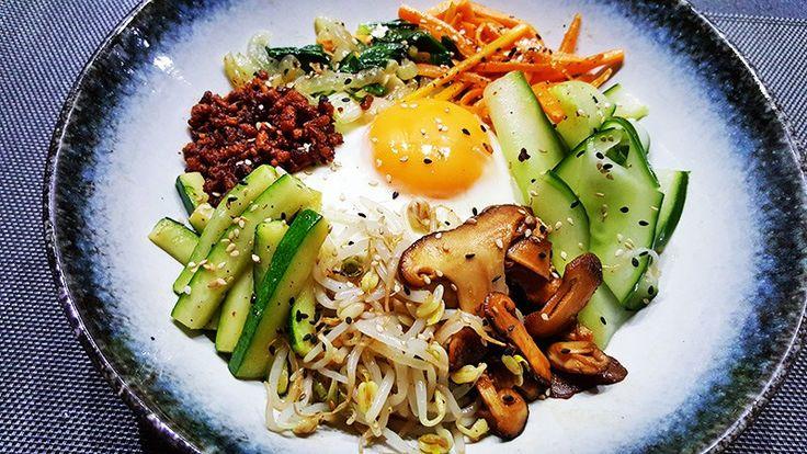Bibimbap (Koreaanse gemengde rijst) met ei, gehakt en groenten #recept #recepten #eten #diner #food #koreanfood #koken