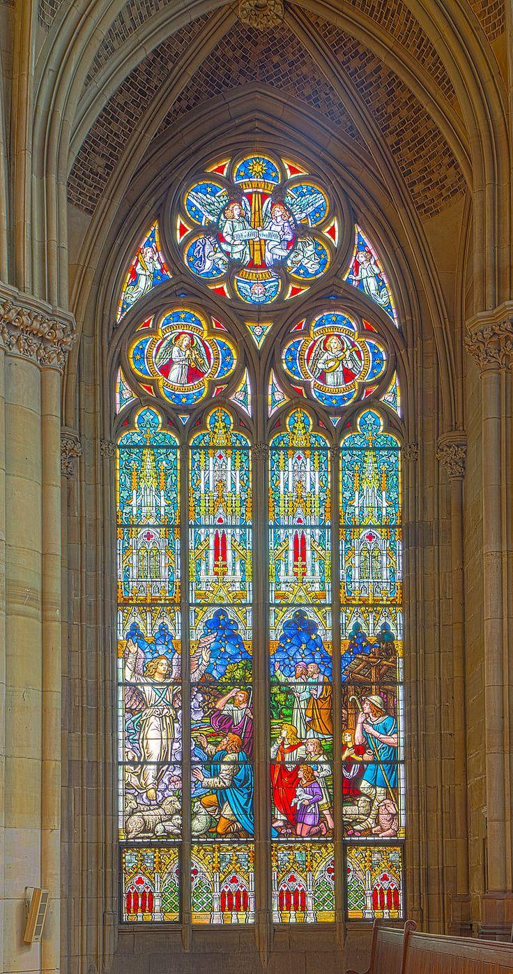 Gedächtniskirche der Protestation in Speyer. Glasfenster von Karl de Bouché 2015-07-03 Speyer Gedächtniskirche 1434 - 1438.jpg