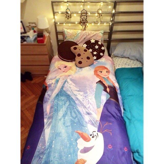 #CarlottaFerlito Carlotta Ferlito: Poi mi chiedono perché la mattina non riesco ad alzarmi; come si fa ad uscire da un letto così?
