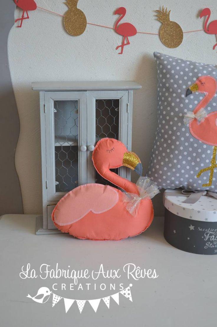coussin forme flamant rose corail gris et doré - thème tropical : Accessoires de maison par la-fabrique-a-reves