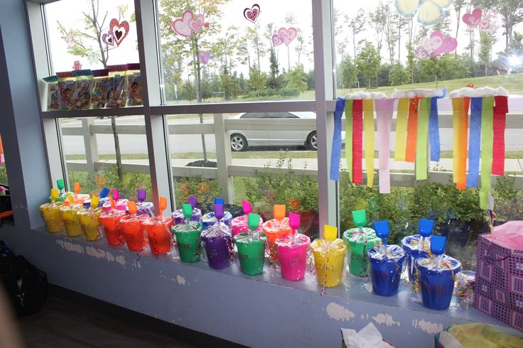 Buckets all around, this Rainbow theme party had a great finishing touch with vibrant coloured sand pails for all the kids to take home