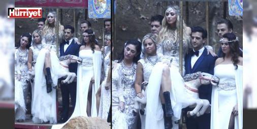 Atlıkarıncada evlendiler : Katıldıkları bir yarışma programıyla geniş kitleler tarafından tanınan genç çift benzerine fazla rastlanmayacak bir törenle hayatlarını birleştirdi. Gelinin sade ama çok şık düğün kıyafetini siyah botlarla tamamladığı törende bütün nedimeler de bir geleneği yerle bir ederek tepeden tırnağa beyaz giydi. İşte o düğünün detayları.  http://www.haberdex.com/magazin/Atlikarincada-evlendiler/100799?kaynak=feed #Magazin   #tamamladığı #törende #bütün #botlarla #siyah