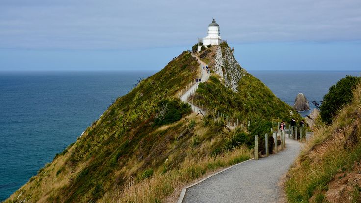 Enjoy dramatic coastal views from the Tokata Lighthouse and spot seals, penguins and other seabirds on these short walks.