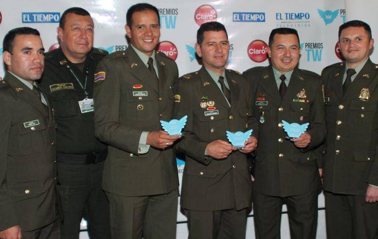 Queremos compartir contigo, el resultado de nuestro trabajo innovador y en equipo: la Policía Nacional fue galardonada en las categorías 'mejor cuenta social' y 'mejor respuesta' con la cuenta en Twitter @PoliciaColombia además 'mejor evento social' con la iniciativa institucional Policía Por un Día @PoliciaPor1Dia, otorgado en la sexta edición de los premios Twitter Colombia @PremiosTWco.