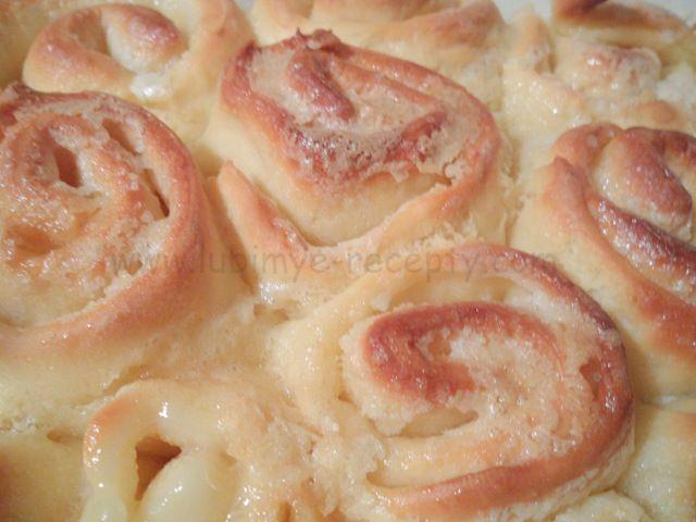 Нашла для вас еще один рецепт выпечки в молоке. Рада с вами поделиться! Венгерские булочки, прямо с пылу, с жару. Называются они — «осиное гнездо», по-венгерски darázsfészek , звучит как «дораш фэ-эй…