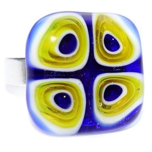 Handgemaakte glazen ring van blauw en geel glas met cirkel patroon. Verstelbare ring met glaskunst uit eigen atelier. Verstelbare nikkelvrije ring.