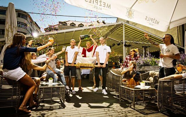 Klubs - restorāns SEZONA piedāvā baudīt īstu brīvdienu pozitīvo emociju piedzīvojumu Rīgas senatnīgajā Vecpilsētas daļā – Audēju ielā 12!  The club-restaurant, SEZONA, offers you a taste of real holiday adventure, charged with a definite feelgood factor at 12 Audēju Street in Riga's Old Town!