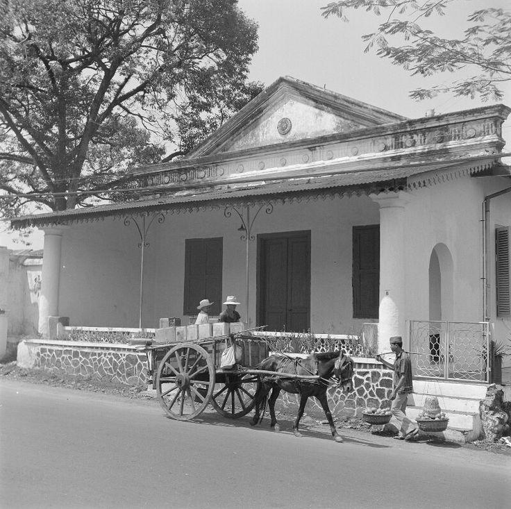 Woonhuis, galerij  Bogor 1972