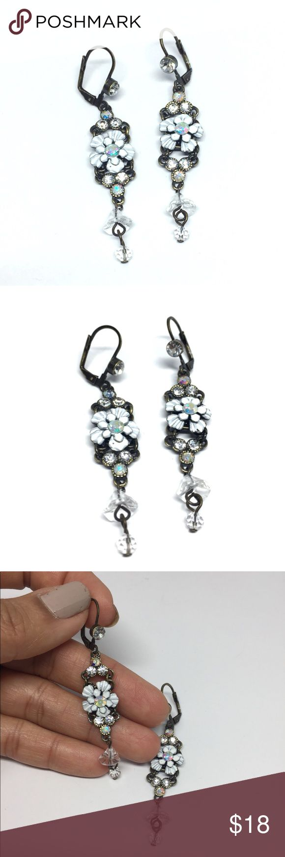 Vintage Look Flowers Drop Earring Add this beautiful Vintage look to your daily. Rhodium is a precious metal, a member of the PLATINUM family. Rhodium electroplating is used, especially on jewelry, to provide a surface that will resist scratches and tarnish. Rhodium plating is most often found on white gold. •Material: Metal, Tin alloy, anti allergic, lead and nickel compliant. •BRAND NEW WITH TAG•BUNDLE TO SAVE•SAME DAY OR NEXT DAY SHIPPING• 🔴I PRICES MY ITEMS REALLY LOW🔴 NO LAWBALLING  (…