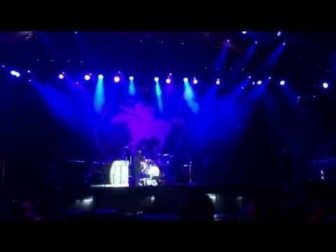 ▶ Neil Young - Carhaix Vieilles Charrues - 2013.07.20 - Blowin' in the wind - YouTube