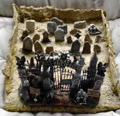 DIY - Papier Mache Tabletop Cemetery Lemax Spooky Town (Source : http://beadyeyedbrat.com/pmcemetery.html)