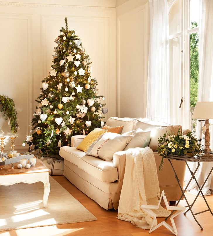 bright inspiration christmas home decor. This stunning house tour in Barcelona  Spain has been festively decorated by stylist Silvia Rademakers shimmering gold and white 180 best Christmas Decorating images on Pinterest