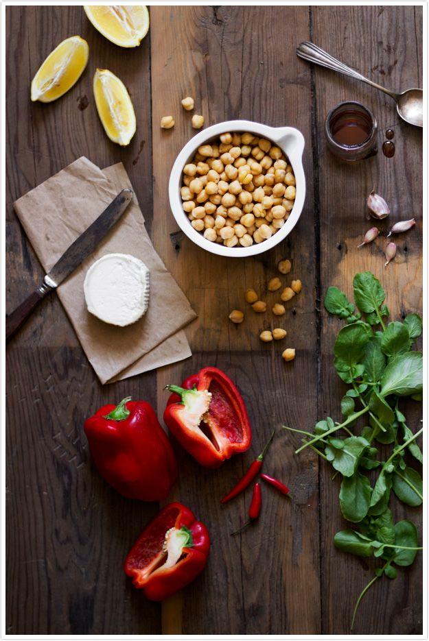 Le Passe Vite: Salada de Grão de Bico com Molho de Pimento Assado e Queijo de Cabra