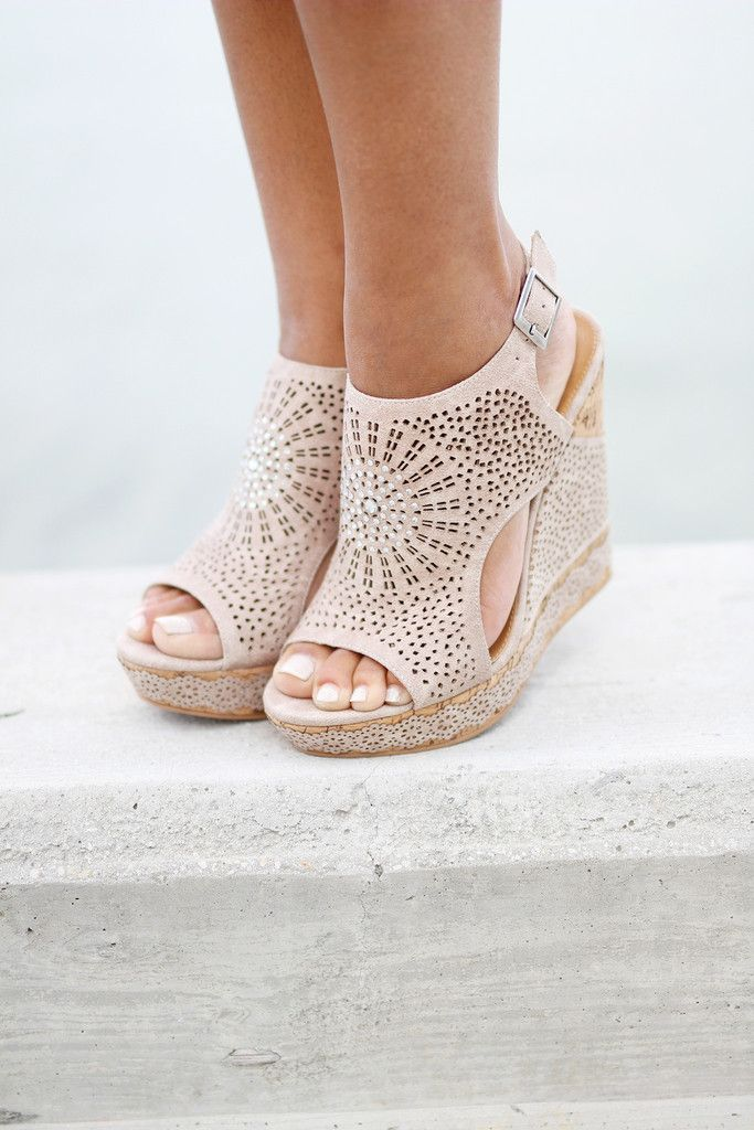 Auki Cream Wedges