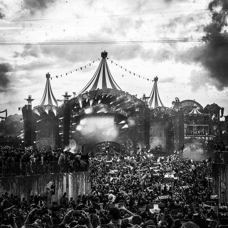 Tomorrowland a world on his own.  #tml #tomorrowland2017 #tomorrowland #photography #festival #music #design #impressed #love #girls #fun #instagood #world #peace #flags #igers