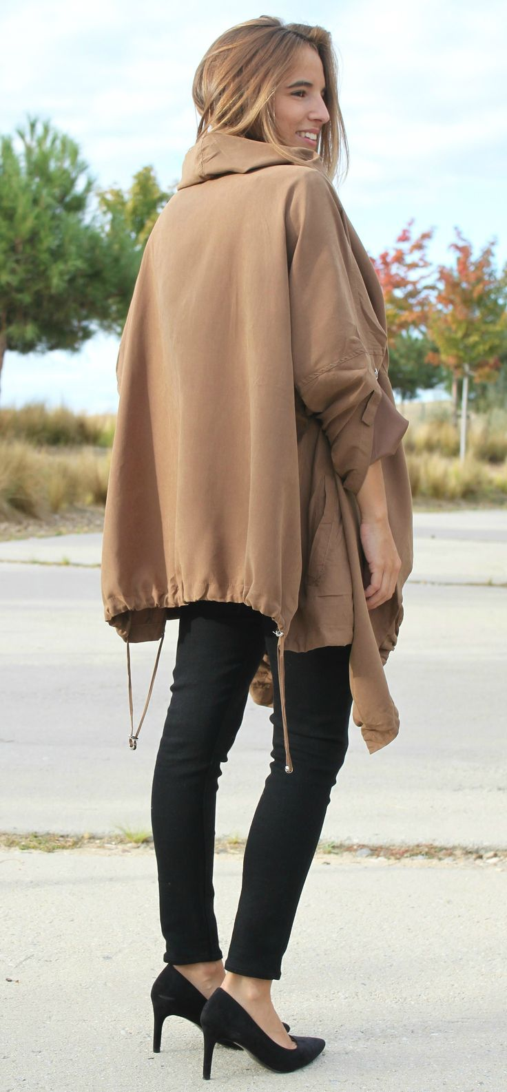 Capa oversize blogger La Reina del Low Cost stilettos blanket total black style total look outfit
