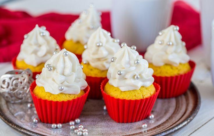 Läckra saffranscupcakes med vit chokladfrosting!