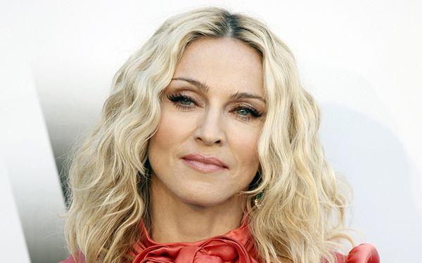 Uscita in questi giorni la notizia di una ragazza di Los Angeles, Adam Guerra, che ha speso più di 175mila dollari per somigliare al suo idolo: Madonna...