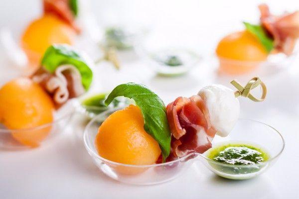 """Как приготовить """"Летняя закуска из дыни и прошутто"""", пошаговый рецепт приготовления с фото на Yummi.club"""