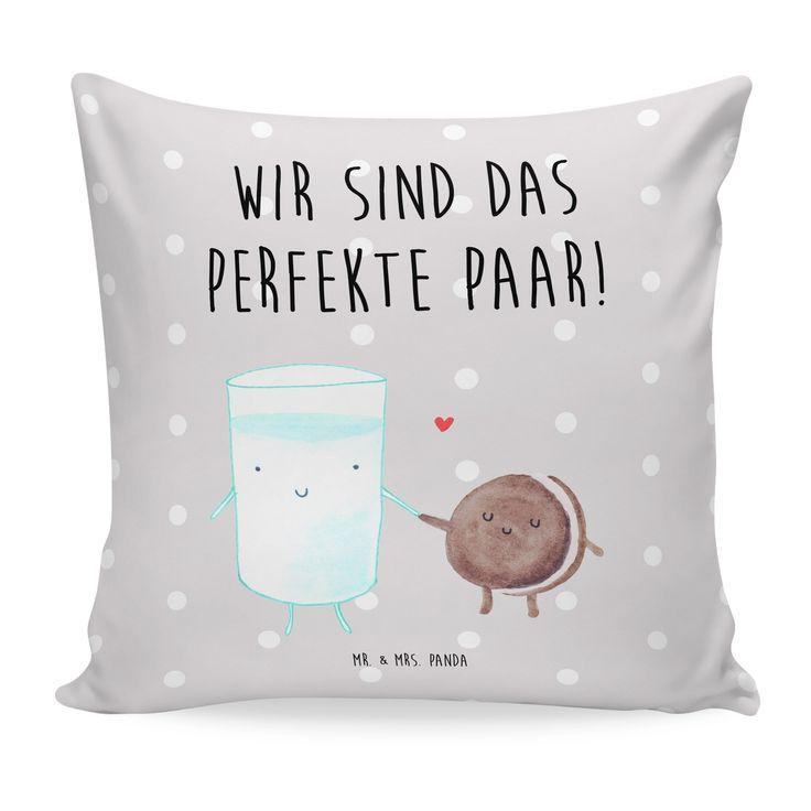 40x40 Kissen Milch & Keks aus Soft-Feel Kissenbezug  Flauschig - Das Original von Mr. & Mrs. Panda.  Ein wunderschönes kuscheliges Kissen von Mr. & Mrs. Panda mit wunderbar weicher entnehmbarer Füllung  - liebevoll bedruckt, verpackt und verschickt aus unserer Manufaktur im Herzen Norddeutschlands. Das Kissen hat einen Reißverschluss zum Entnehmen der Füllung und die Größe von 40x40 cm.    Über unser Motiv Milch & Keks  Milch & Keks ist ein ganz besonders liebevolles Motiv aus der Reihe von…