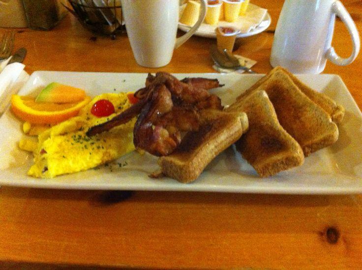 Breakfast @ Laurentian Lodge! Omelet/Bacon/Toast! #yummy #algomacountry
