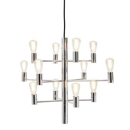 HERSTAL Manola Krom 12-Arm Taklampa Vacker ljuskrona från Herstal där du själv bestämmer vilka 12 vackra ljuskällor ljuskronan skall bestyckas med. Placera taklampan över ett matsalsbord eller ett köksbord och ljuskronan blir snabbt centrum av rummet. Ljuskronan är en fast installation och har en takkabel som är 2,5 meter.         Höjd   50cm       Diameter   60cm       Effekt max   12X25W       Sockel   E14       Ljuskällor   Ingår ej       Färg   Krom       Material   Metall…