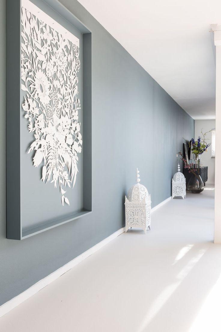 Rust aan deze lichte kant van het huis met een lange wand in de kleur Metamorfose.