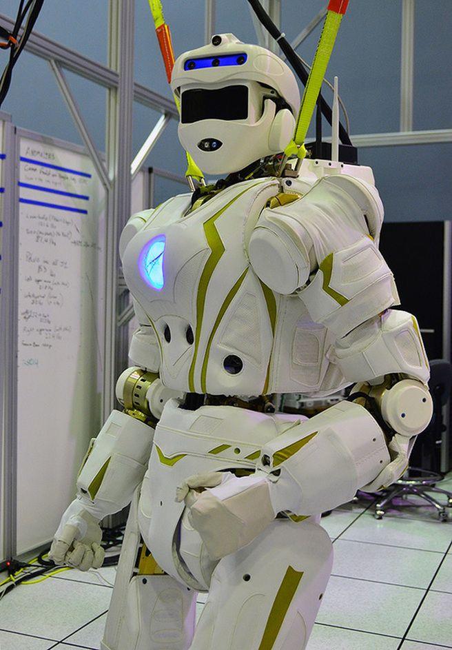 NASA shows off its robot Valkyrie for DARPA's Robotics Challenge #NASA #robots…